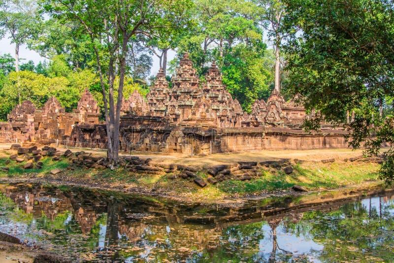 Het kasteelgroep van Banteaysrei Architectuur van oude Khmer stock fotografie