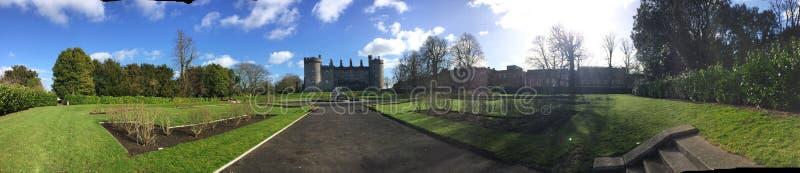 Het kasteelpanorama van Kilkenny van het landschap rond het stock afbeeldingen