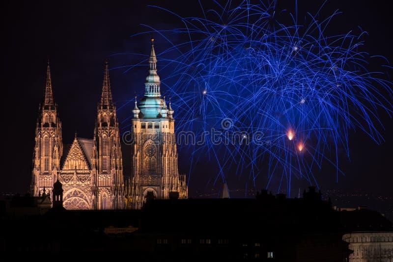 Het kasteelvuurwerk van Praag stock foto's