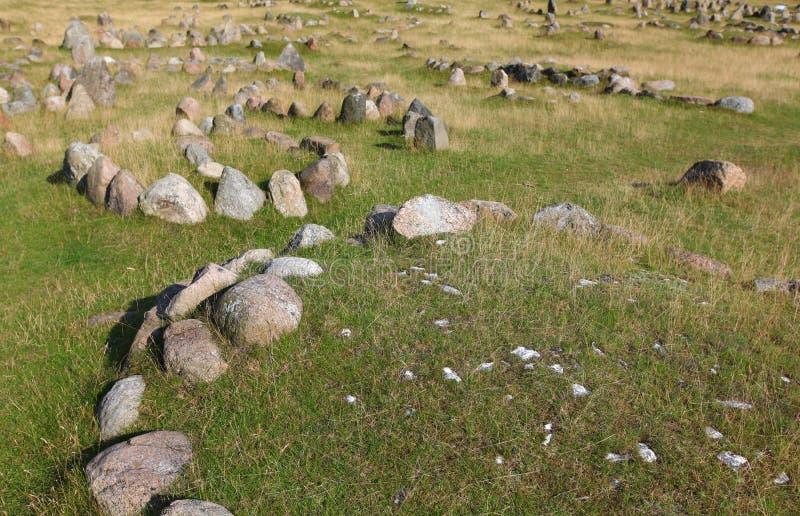Het kerkhof van Viking in Denemarken met steencirkels stock foto's