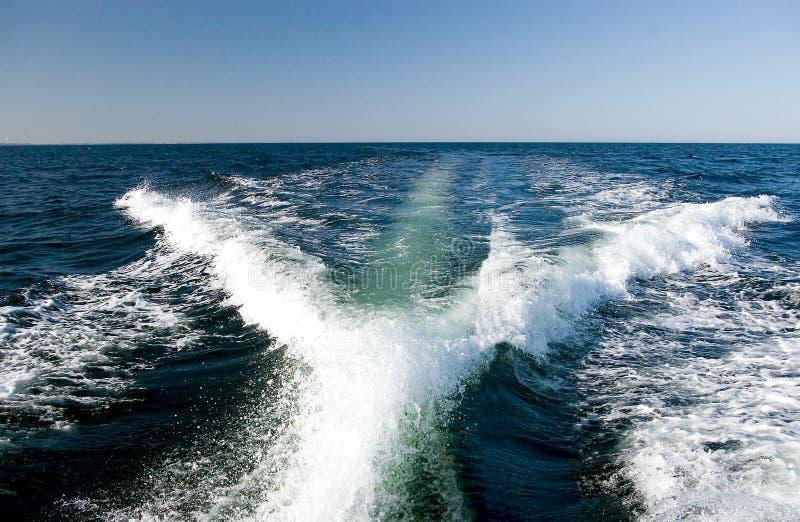 Het kielzog van de motorboot royalty-vrije stock foto's