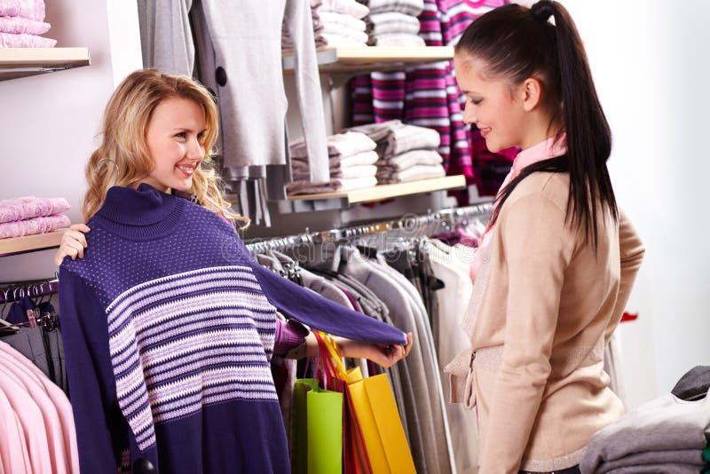 Download Het kiezen van kleren stock foto. Afbeelding bestaande uit positief - 29514792