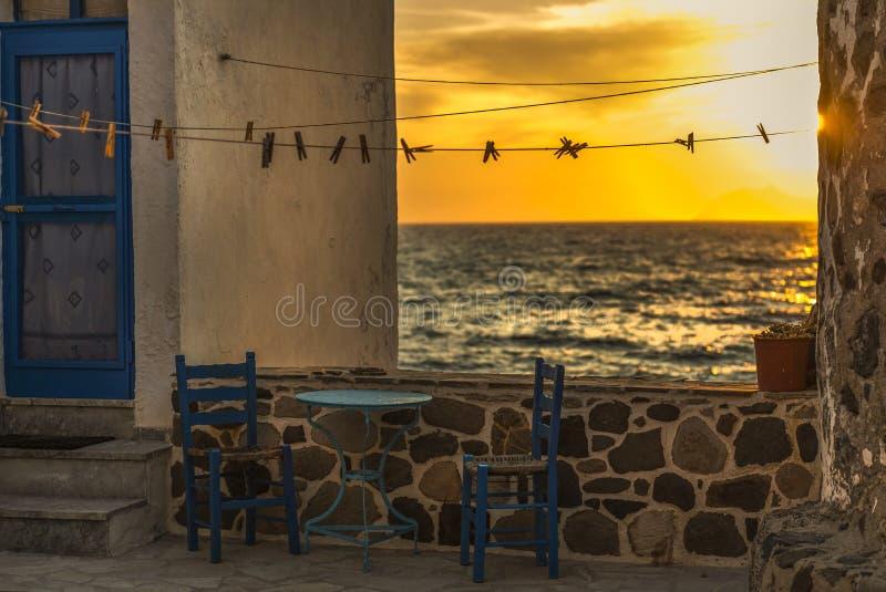 Het kijken door open terras op het overzees stock foto's