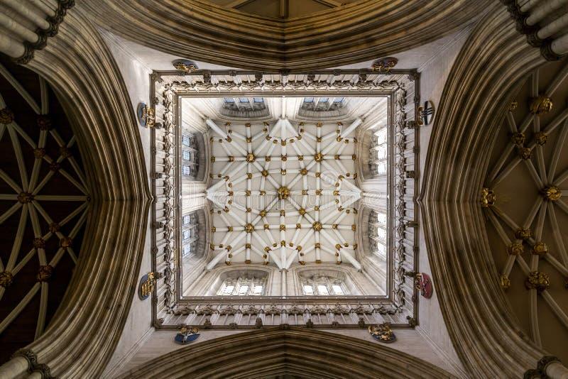 Het kijken omhoog in de Munster van York stock fotografie