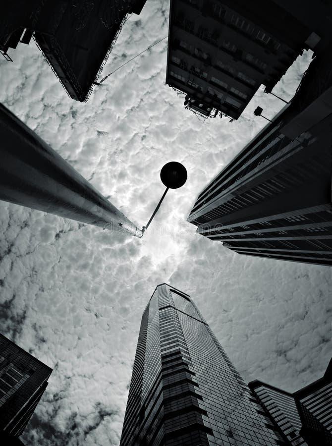 Het kijken omhoog in Hongkong stock afbeelding