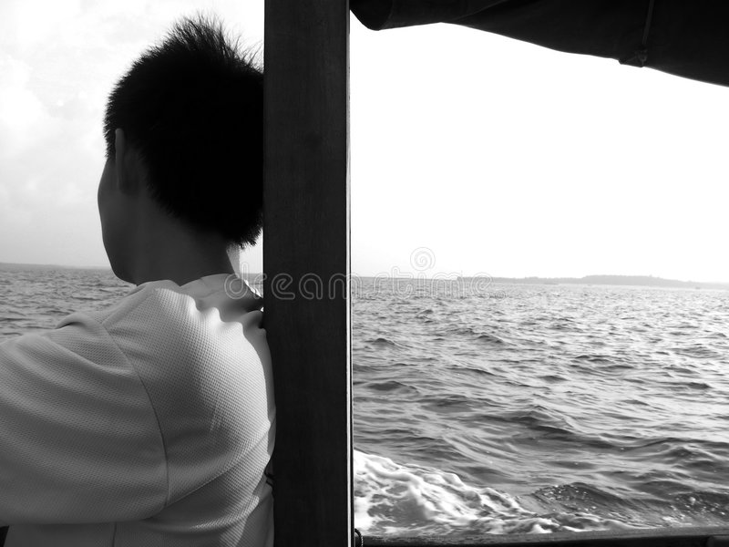 Het kijken op zee missend u stock foto