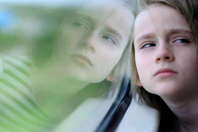 Het kind in de treinauto royalty-vrije stock fotografie
