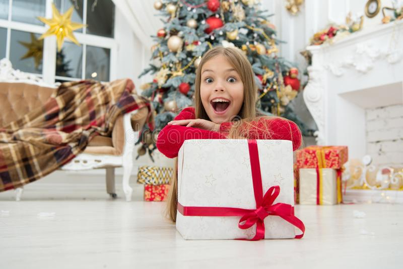 Het kind geniet van de vakantie De Kerstmishoop van u is allen over vrolijk De ochtend vóór Kerstmis Weinig ballerina Kerstmis stock fotografie