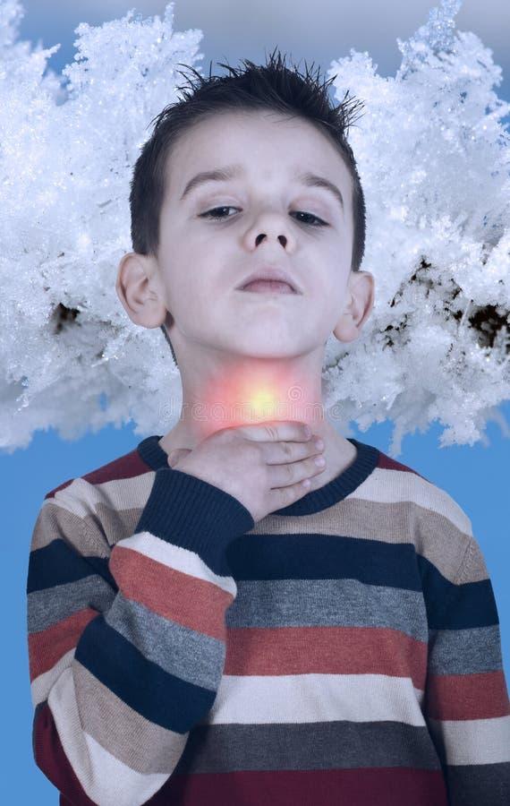 Het kind heeft keelpijnzieken stock foto's