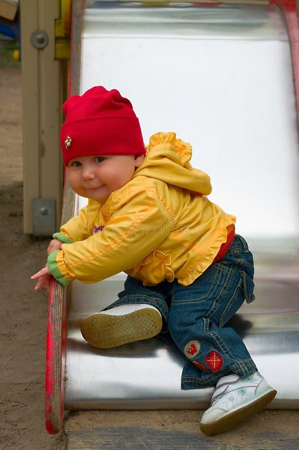 Het kind komt neer uit de kinderen`s dia royalty-vrije stock afbeeldingen