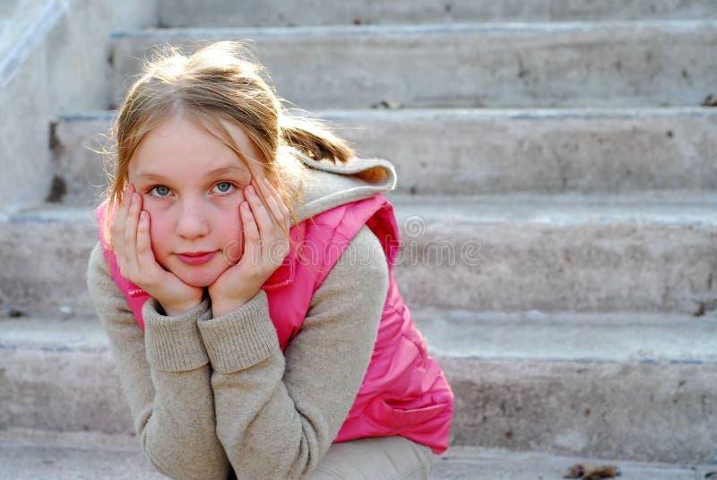 Het kind van het meisje het denken royalty-vrije stock foto