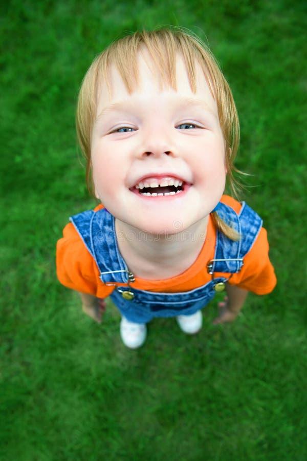 Het kindportret van de schoonheid vanuit bovengenoemd perspectief royalty-vrije stock afbeelding