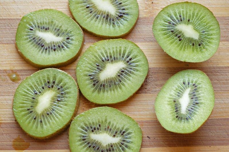 Het kiwifruit snijdt landschaps hoogste gewas stock foto