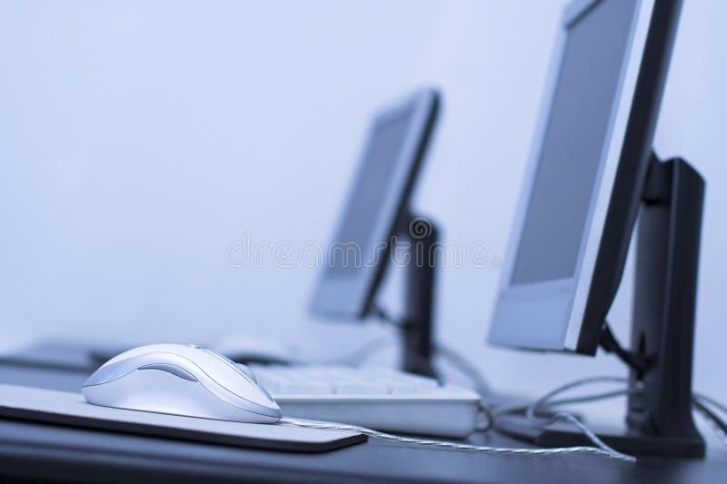 Het klaslokaal van de computer stock afbeeldingen