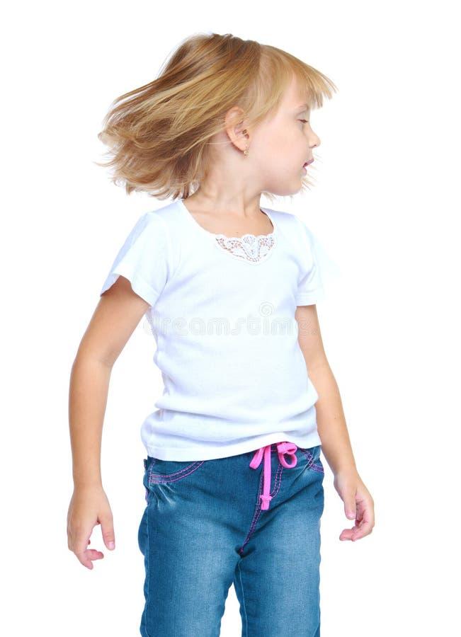 Het kleine blondemeisje draaide scherp haar hoofd aan stock afbeelding