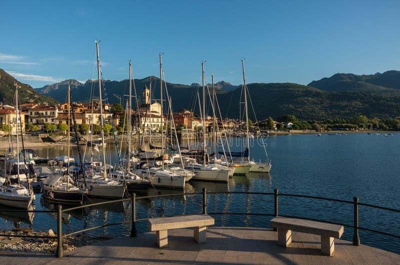 Het kleine die dorp van Feriolo dichtbij Baveno, op Meer Maggio wordt gevestigd royalty-vrije stock afbeeldingen
