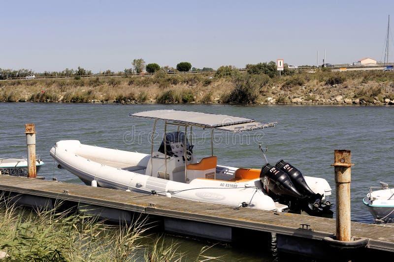 Het kleine dok van de motorboot stock foto