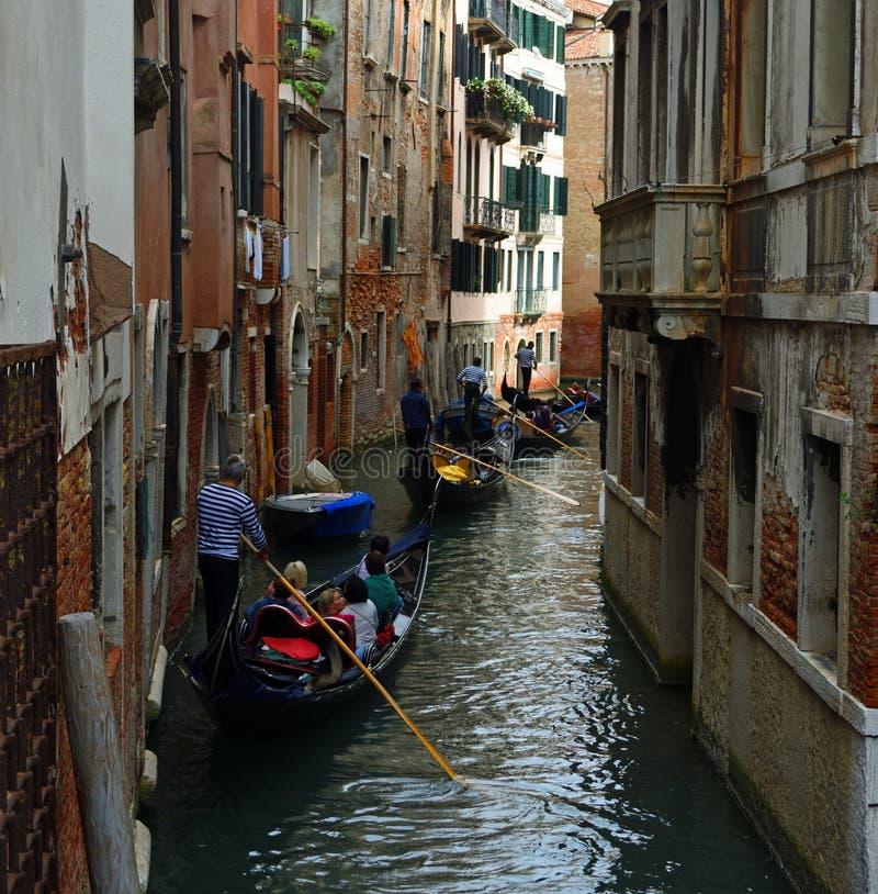 Het kleine Kanaal van Venetië met Gondels stock afbeelding