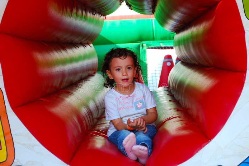 Het kleine kind spelen royalty-vrije stock afbeelding