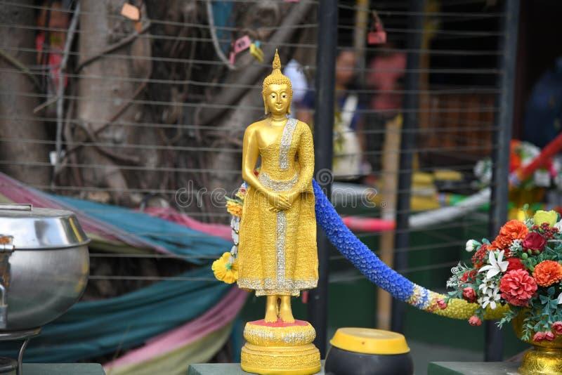 Het kleine standbeeld van Boedha bij het drijven markt royalty-vrije stock fotografie