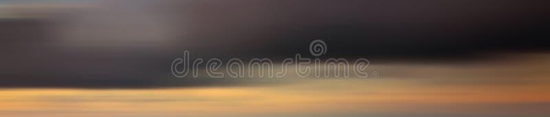 Het kleurrijke effect van het motieonduidelijke beeld van zonsondergang voor achtergrond stock fotografie
