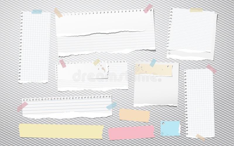 Het kleurrijke en witte gescheurde gevoerde notitieboekjedocument, gescheurde notadocument stroken plakte op geregelde achtergron royalty-vrije illustratie