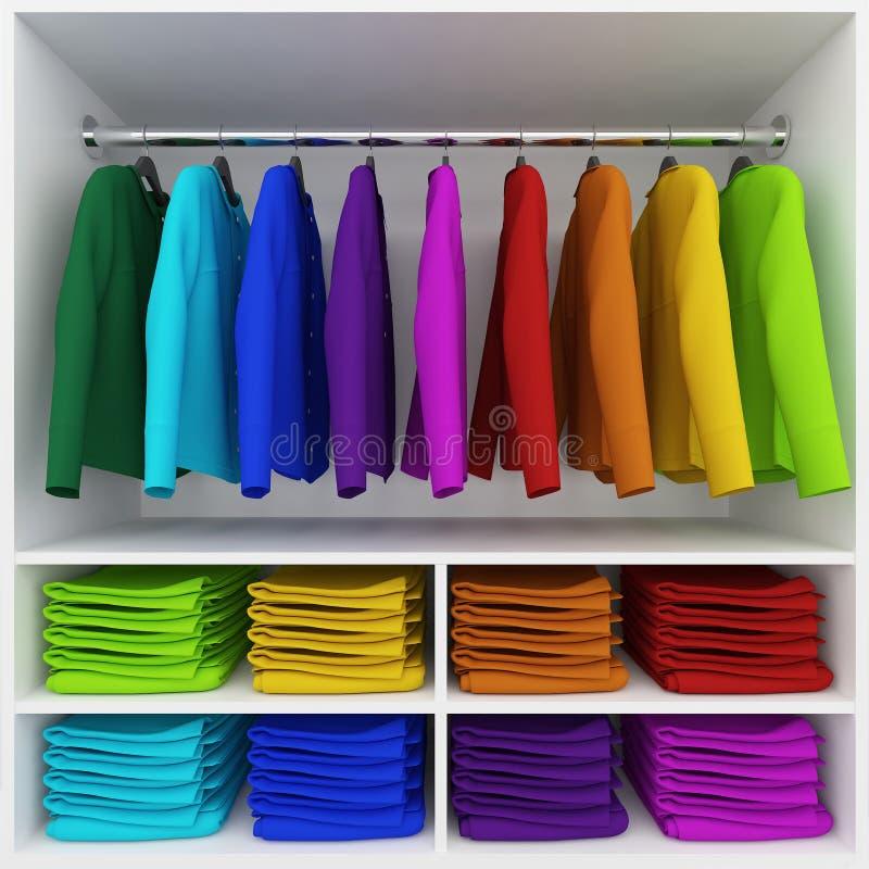 Het kleurrijke kleren hangen en stapel van kleding in garderobe royalty-vrije stock foto's