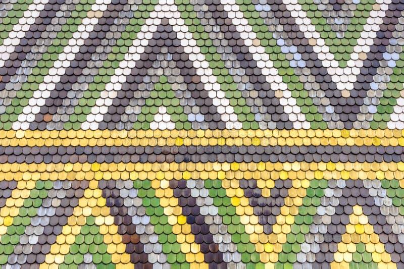 Download Het Kleurrijke Oude Patroon Van Het Tegelsdak Stock Afbeelding - Afbeelding bestaande uit sluit, huis: 39101665