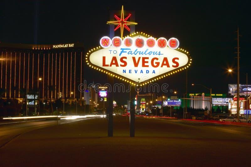 Het kleurrijke teken leest ï ¿ ½ Onthaal aan Fabelachtig Las Vegas, Nevadaï ¿ ½ bij nacht royalty-vrije stock afbeelding