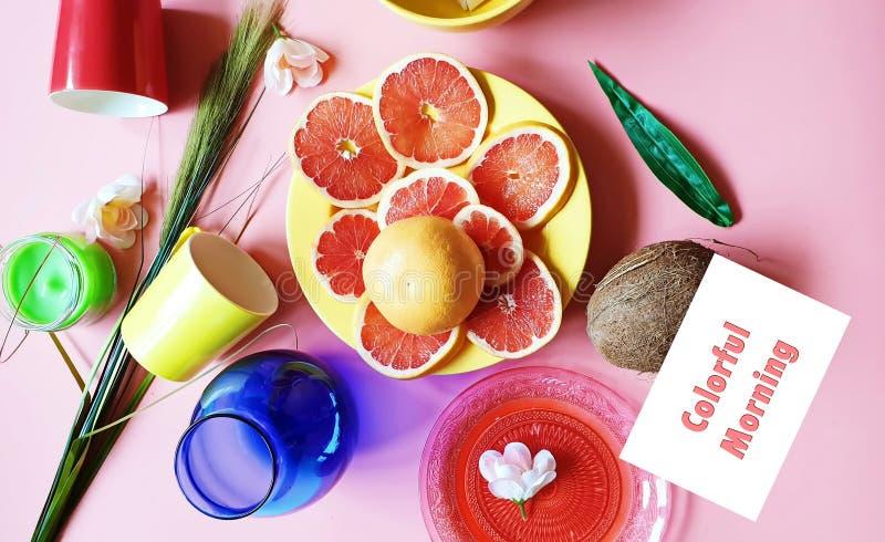 Het kleurrijke van de de plakkenkokosnoot van de ochtend Rode grapefruit van de de citrusvruchtenappel diepe bord van de pulp gro royalty-vrije stock foto