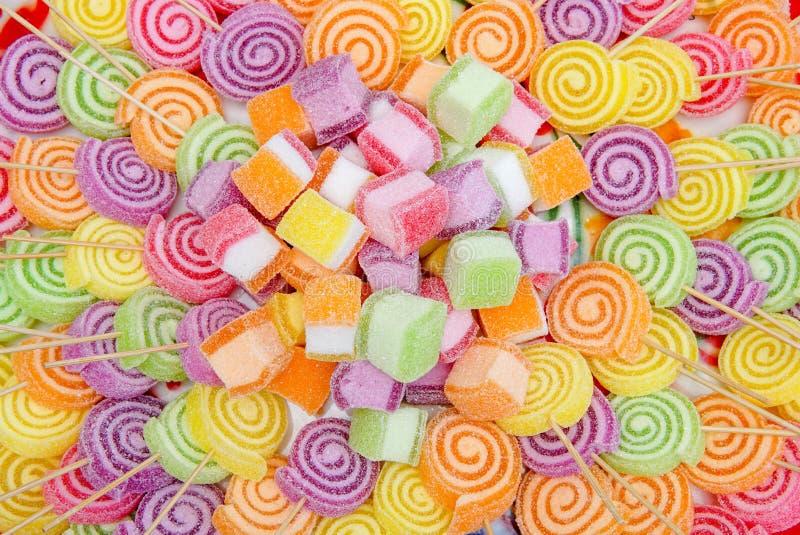 Het kleurrijke zoete broodje van de suiker lolypop werveling royalty-vrije stock foto