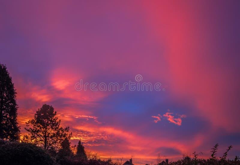 Het kleurrijke Zonsondergangoosten Grinstead royalty-vrije stock afbeeldingen