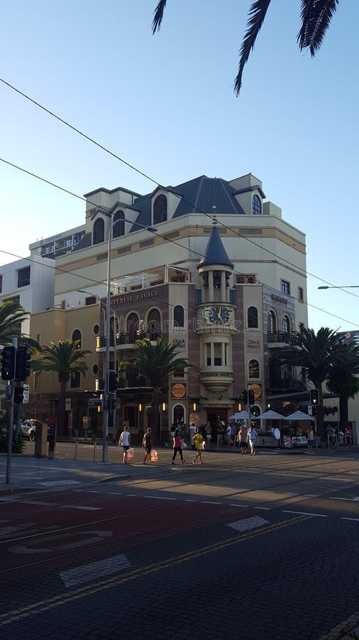 Het Klokhotel, interessant hotel met een chiming klokketoren in Surfers Paradise, Queensland stock foto