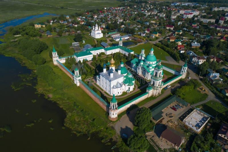 Het Klooster luchtfotografie van spaso-Yakovlevsky Dmitrovsky Rostov Velikiy stock foto's