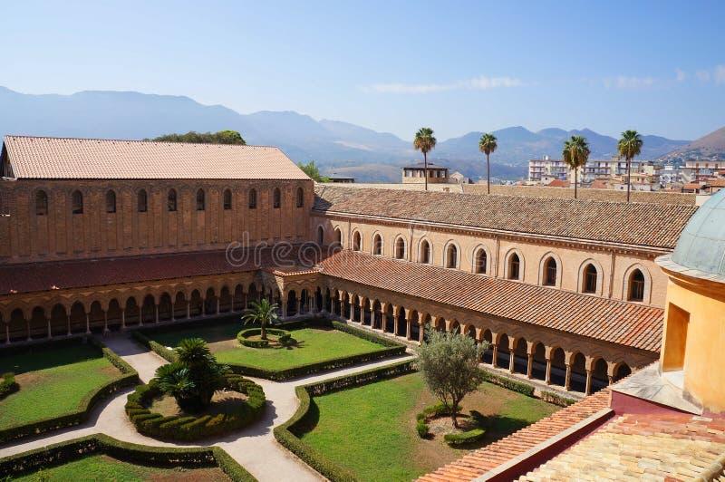 Het klooster van de Kathedraal Monreale in Sicilië royalty-vrije stock foto's
