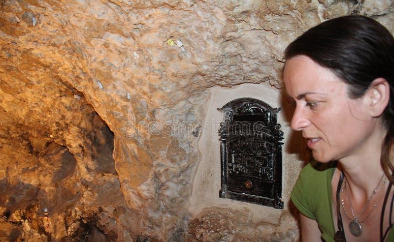 Het Klooster van de Verleiding De Grot waar de Duivel Jesus vraagt om een steen in brood, Jericho, Palestina te veranderen royalty-vrije stock fotografie