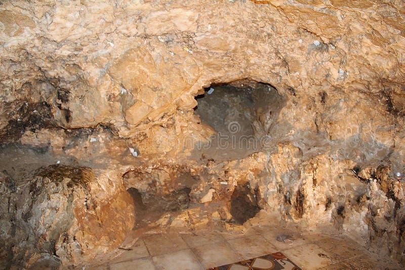 Het Klooster van de Verleiding De Grot waar de Duivel Jesus vraagt om een steen in brood, Jericho, Palestina te veranderen stock afbeelding