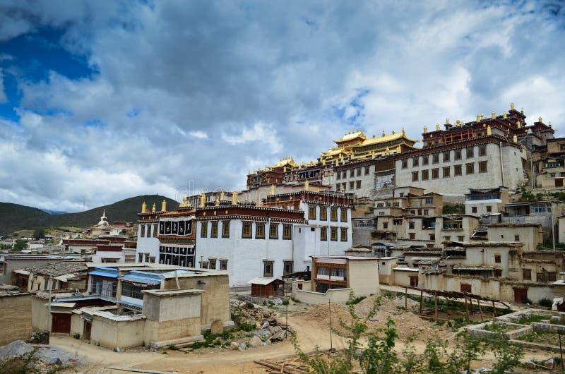 Het Klooster van Gandensumtseling in Shangrila, China stock afbeelding