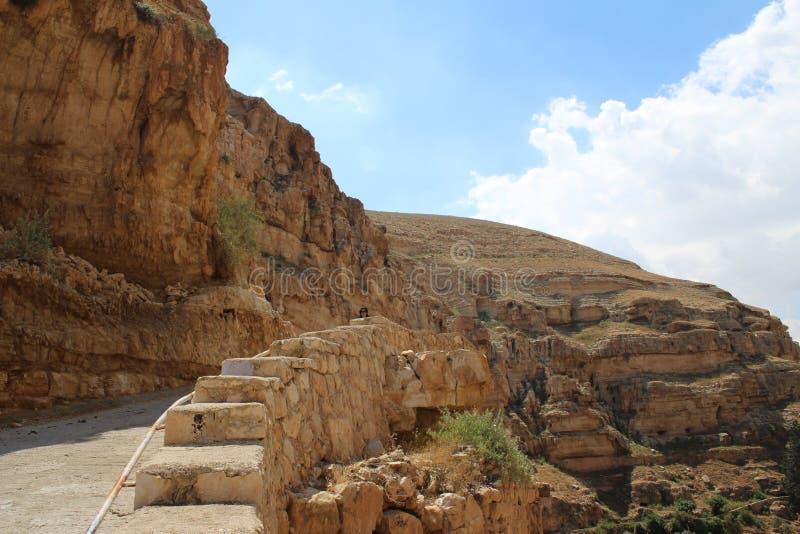 Het klooster van heilige George Koziba, Judean-woestijn, dichtbij Jericho, Grieks orthodox klooster royalty-vrije stock fotografie