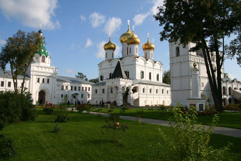 Het klooster van Ipatiev in stad Kostroma stock afbeeldingen