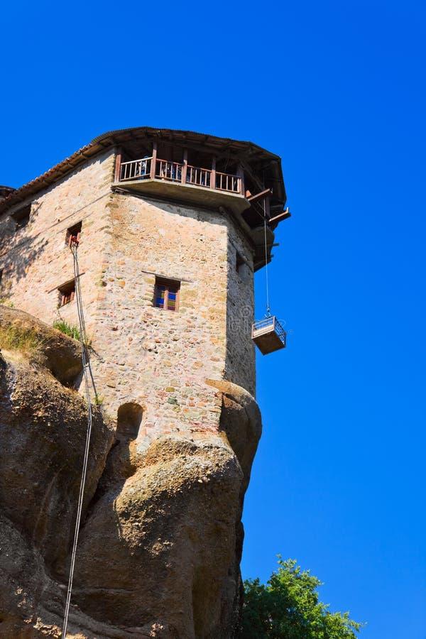 Het klooster van Meteora en liftkooi in Griekenland royalty-vrije stock afbeelding