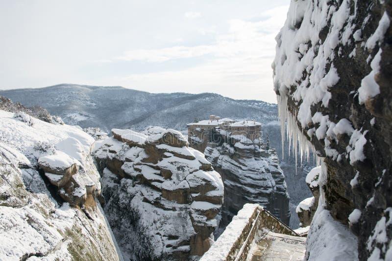 Het klooster van Meteoravarlaam kromp door sneeuw ineen royalty-vrije stock foto's
