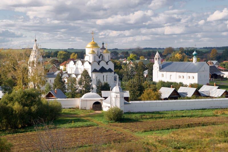 Het klooster van Pokrovsky in Suzdal, Rusland stock afbeelding