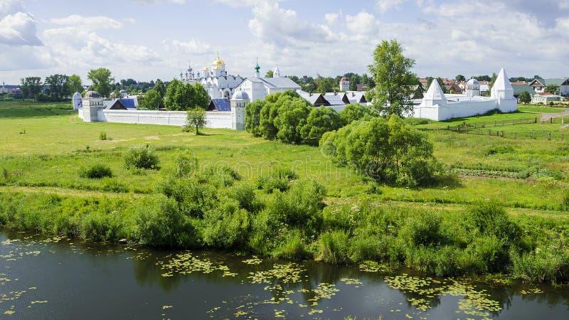Het klooster van Pokrovsky in Suzdal, Rusland royalty-vrije stock foto