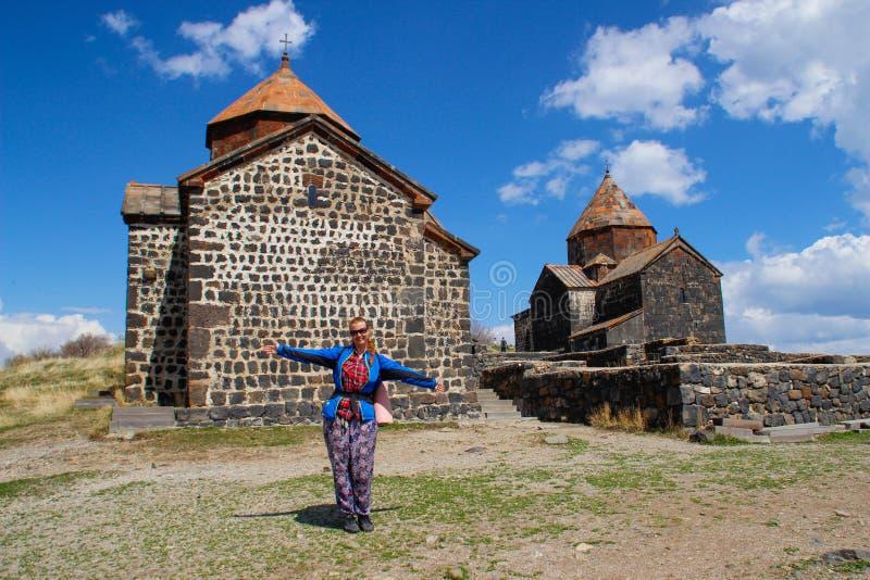 Het Klooster van Sevanavanksevan is klooster complex dat op een schiereiland op de kust van Meer Sevan in het Gegharkunik-gebied  stock foto