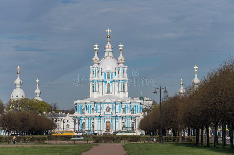 Het Klooster van Smolny van de Smolnykathedraal, St. Petersburg royalty-vrije stock foto