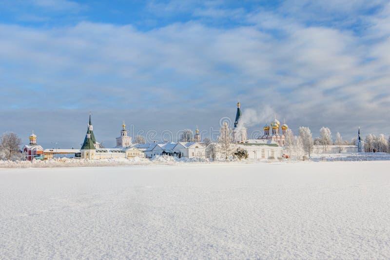 Het Klooster van Valdaiiversky in de de winterochtend, vorst Valdai, Novgorod-Gebied, Rusland stock foto's