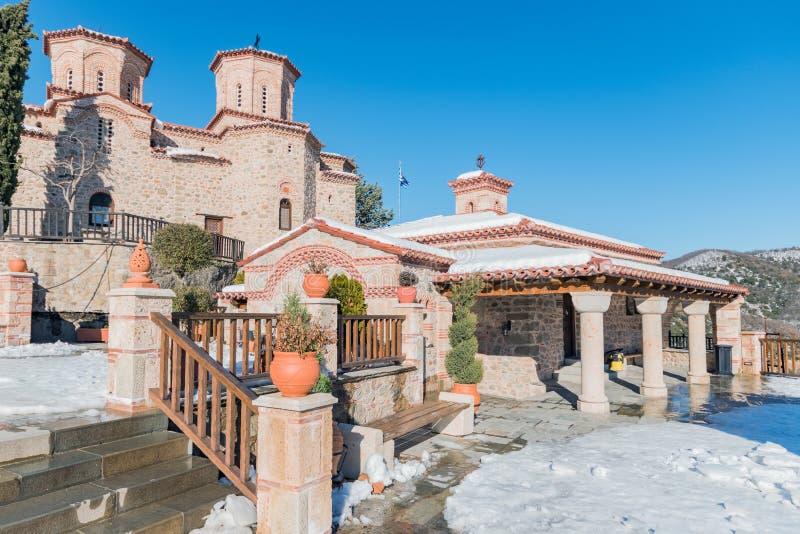 Het Klooster van Varlaam is de tweede - grootste klooster in Meteora in de wintertijd, Griekenland stock foto's