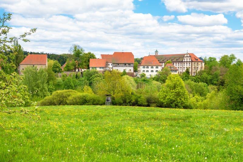 Het kloosterklooster van Kirchberg in Sulz Duitsland wordt gevestigd dat stock afbeeldingen