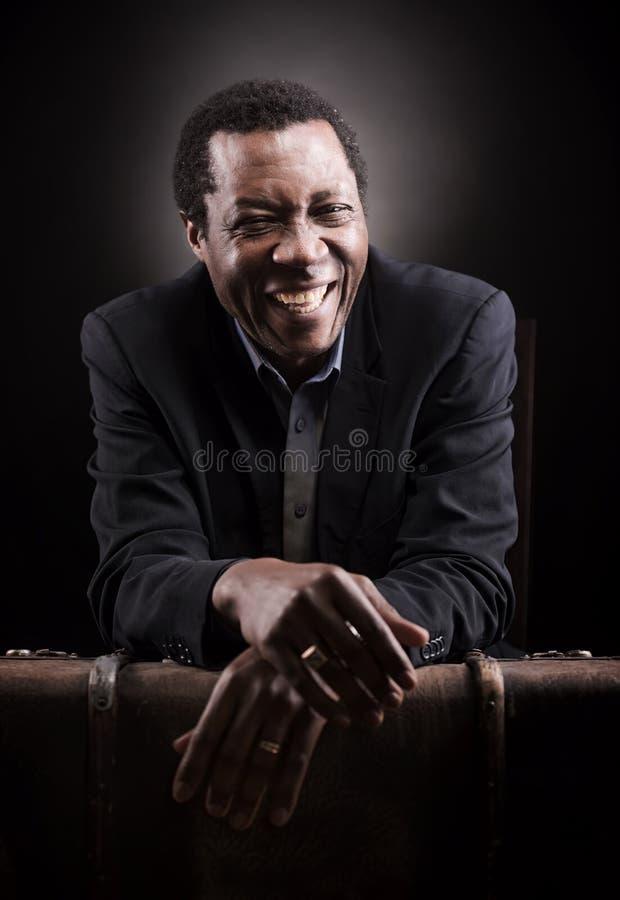 Het knappe Afrikaanse zwarte portret van de mensenstudio royalty-vrije stock afbeeldingen